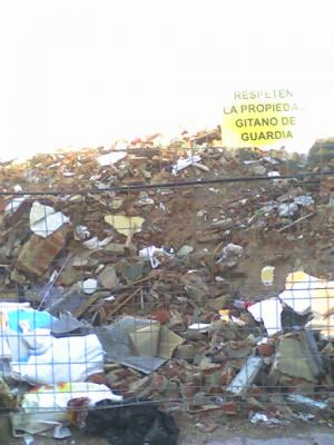 20101130230643-escombrero-vallecas.jpg